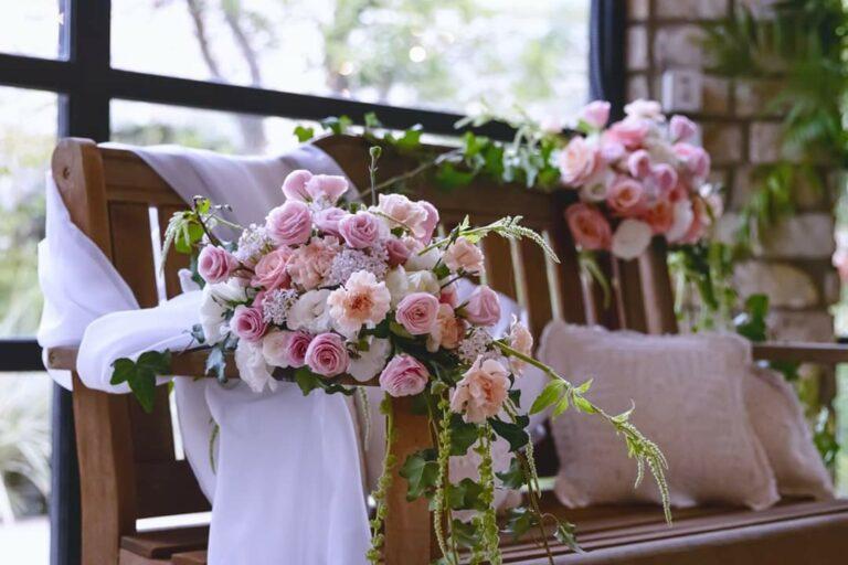 עיצוב פרחים לכסאות כלה לכלות בלוד2