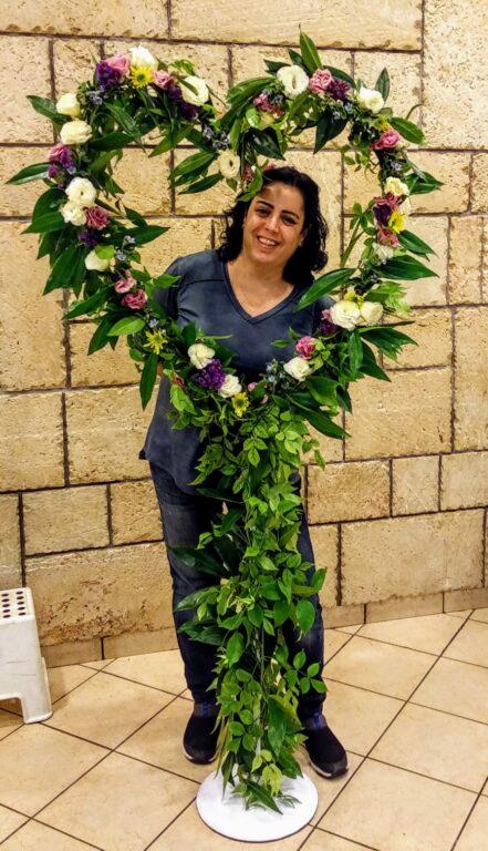 רווה בפרחים עיצוב פרחים בלוד